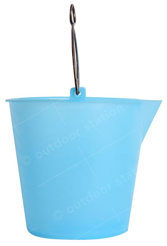 water bucket 9l with handle in colour blue